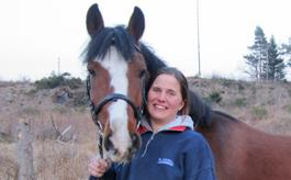 Ombud häst Agria Mia Johnsen med häst